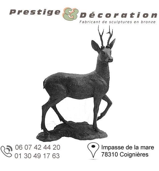 sculpture de cerf en bronze sur socle
