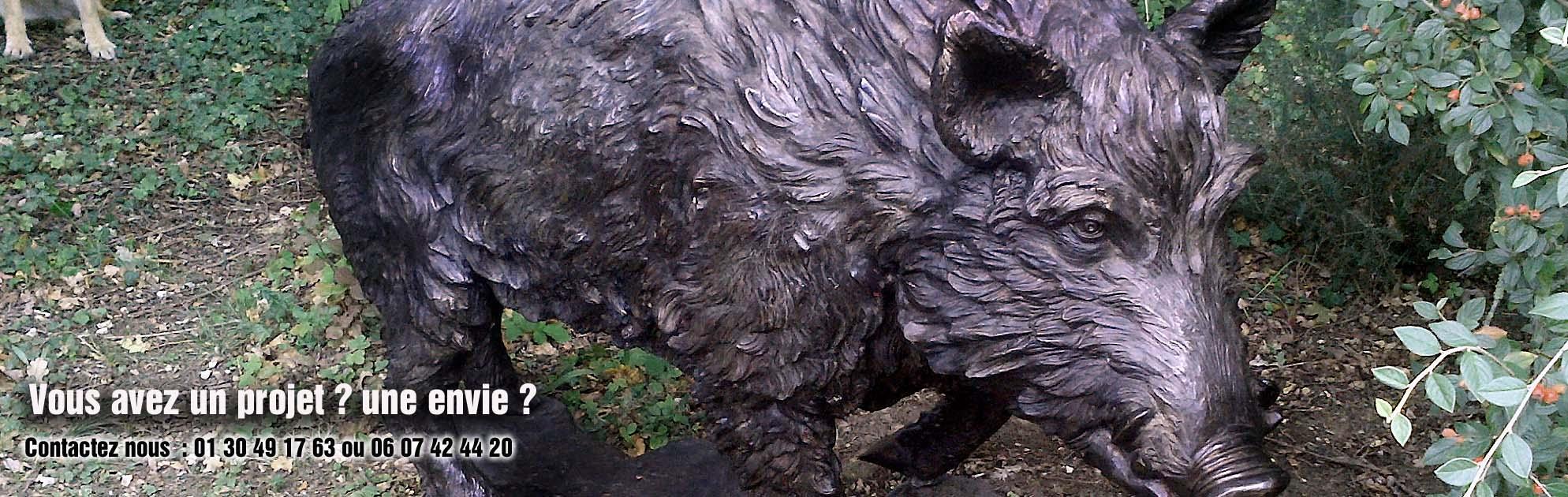 sculpture de sanglier en bronze